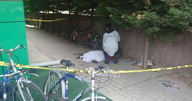 Konya'da cam silerken pencereden düşen kaydın hayatını kaybetti