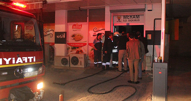 Konya'da AK Parti ilçe binasında yangın