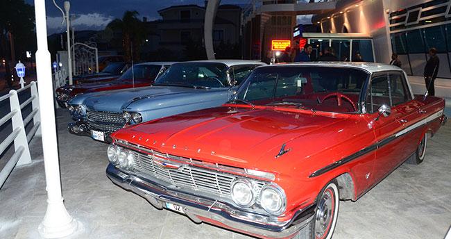 Klasik otomobil tutkunları Yaka Marina'da buluştu