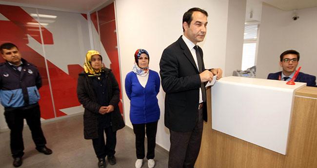 Kadro sevinci yaşayan belediye işçilerinden Mehmetçiğe anlamlı destek
