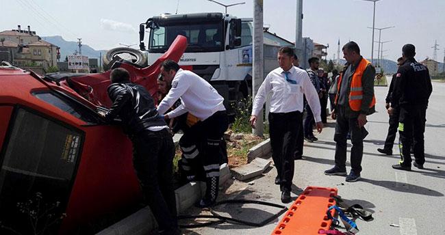 Konya'da otomobil kamyonla çarpıştı: 3 yaralı