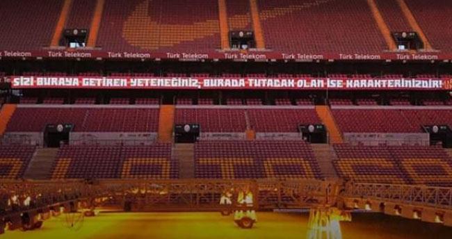 Dev maçta Arda Turan'ı yıkan pankart!