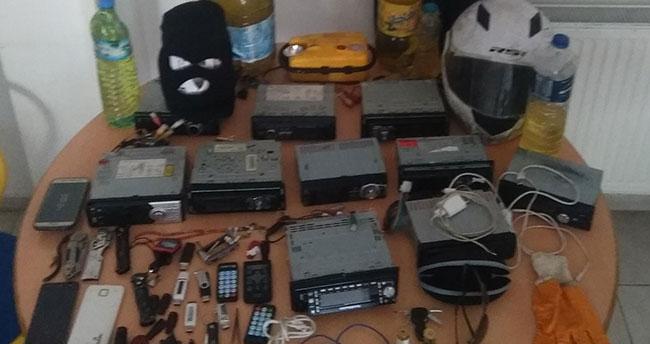 Konyada kar maskeli oto teybi hırsızları yakalandı