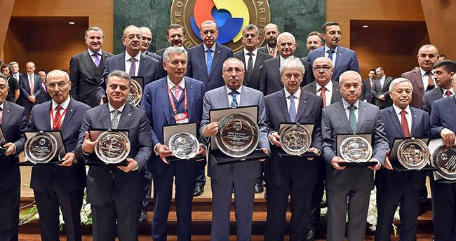 Büyükhelvacıgil Şeref Belgesini Erdoğan'dan aldı