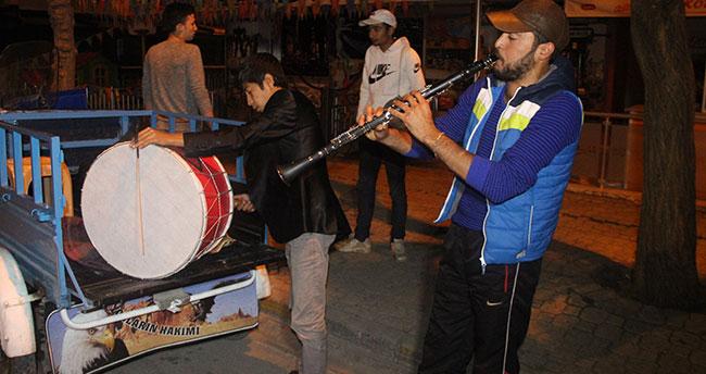 Konya'da razaman davulvuları triportörle mesaiye başladı