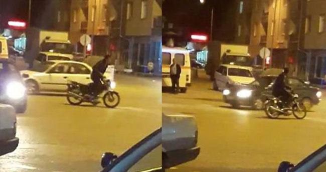 Trafiğe aldırış etmeden motosikletle drift yaptı