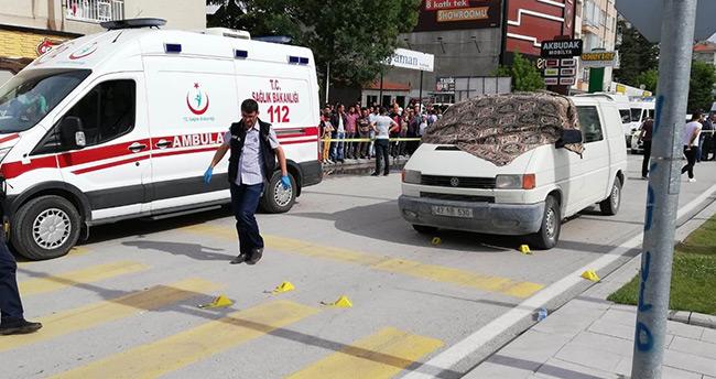 Konya'da kırmızı ışıkta pompalı tüfekle kanlı infaz