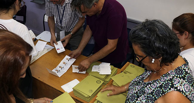 Konya'da oy sayma işlemleri başladı