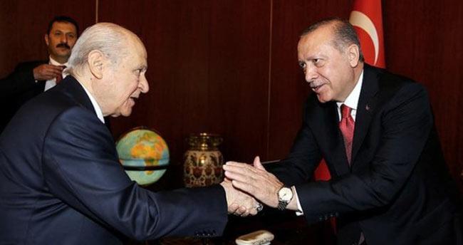 Bahçeli, seçim başarısından dolayı Erdoğan'ı tebrik etti