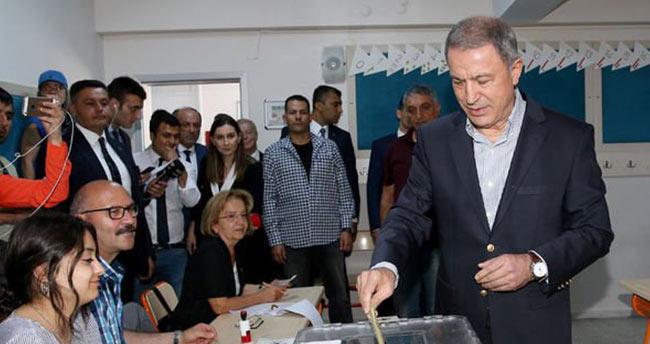 Genelkurmay Başkanı Akar'ın oy kullandığı sandıktaki sonuçlar belli oldu