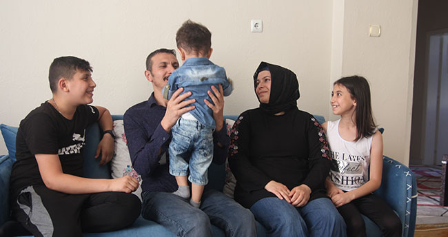 Konuşamayan minik Emirhan'a koruyucu aile oldular