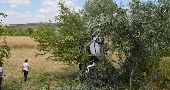 Konya'da otomobil ağaca çarptı: 6 yaralı