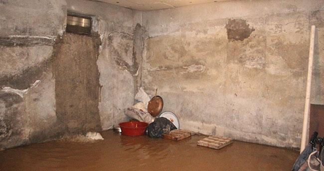 Konya'da sağanak yağmur su baskınına neden oldu