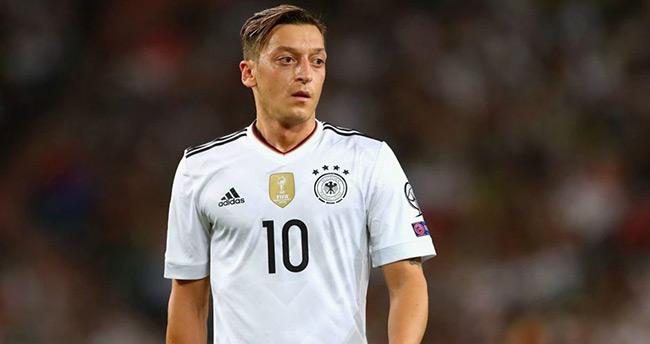 Mesut Özil milli takımı bıraktı!