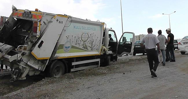 Konya'da çöp kamyonu otomobille çarpıştı: 2 yaralı