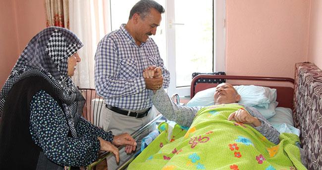 Başkan hastaları tek tek ziyaret etti