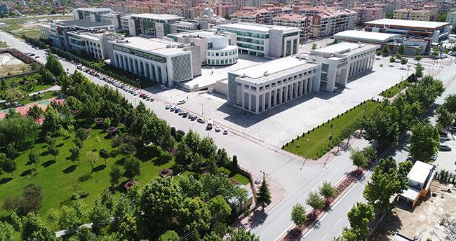 Türkiye'nin en çok burs veren 8'inci üniversitesi