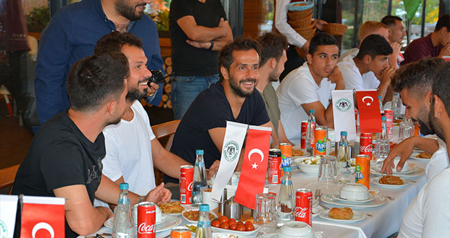 Atiker Konyaspor'da moral yemeği