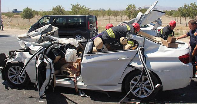 Konya'da feci kaza – Lüks otomobil tıra ok gibi saplandı: 2 ölü, 2 ağır yaralı
