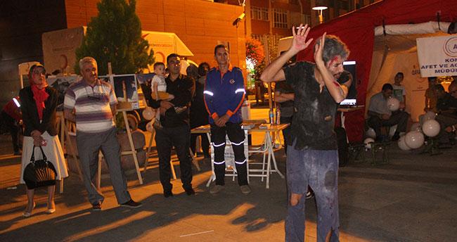 Konya Marmara depremini unutmadı!