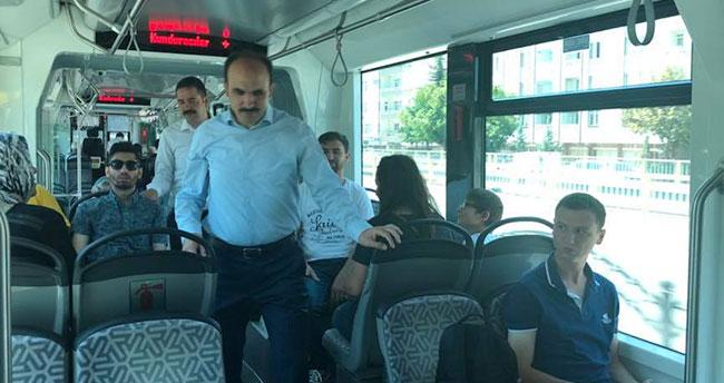 Başkan Altay tramvayda Konyalılarla bayramlaştı