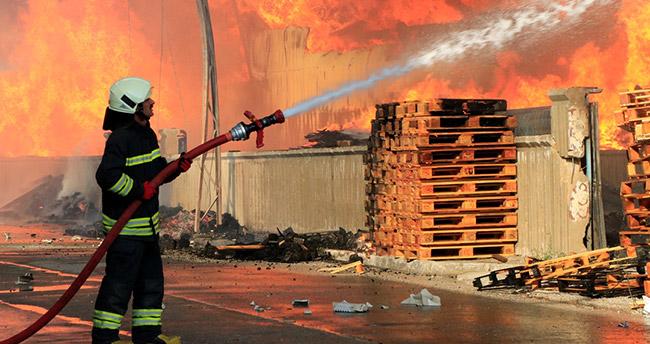 Konya'da büyük yangın! – Mobilya dekorasyon fabrikasında yangın