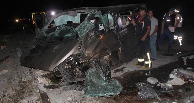 Konya'da minibüs devrildi: 2 ölü, 5 yaralı
