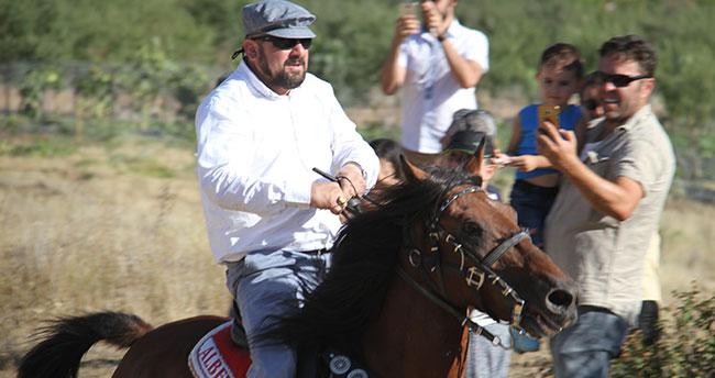 Sanatçıların köyünde rahvan at yarışları yapıldı