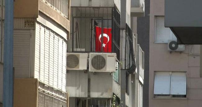 ABD'li Rahip Brunson'un evine Türk bayrağı asıldı
