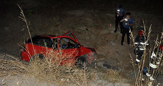 Konya'da otomobil uçuruma yuvarlandı: 2 yaralı