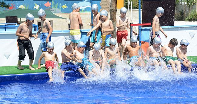 Konya'da 52 bin çocuk yüzme öğrendi