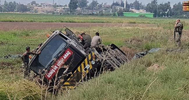 Tank taşıyan askeri araç devrildi!