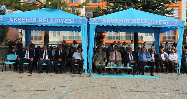 Akşehir Belediyesinden 2 bin 500 çanta ve kırtasiye seti