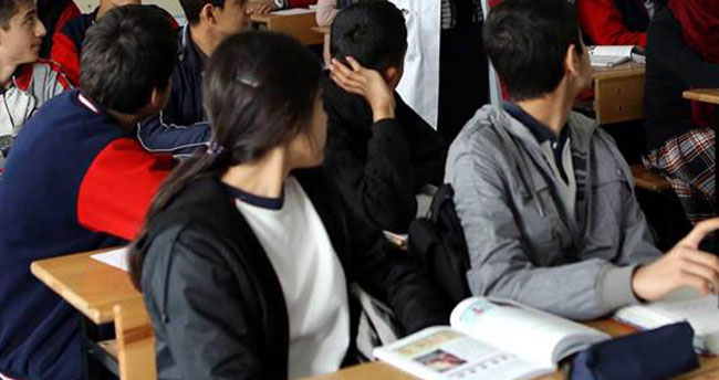 Milli Eğitim Bakanlığı'ndan yeni düzenleme! 22 yaş sınırı getirildi