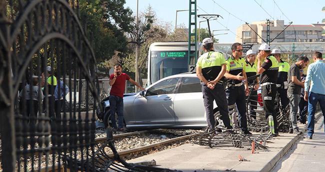Konya'da alkollü araç kullanan kişi tramvay yoluna girdi