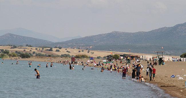 Beyşehir Gölünde yüzme keyfi Eylül'de de sürüyor