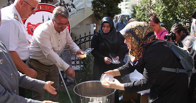Başkan Hançerli Şehit Aileleri Derneği'nin aşure programına katıldı