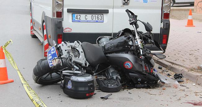 Konya'da motosikletli polisler şüpheli kovalarken ağaca çarptı