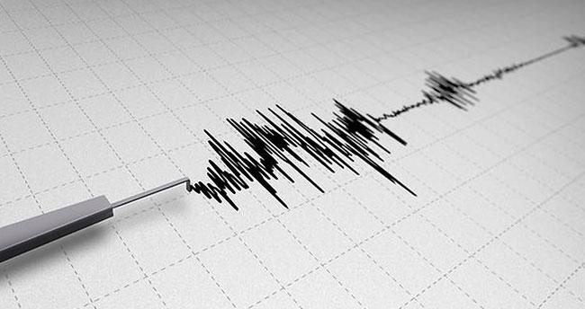 Endonezya'da 7.7 şiddetinde deprem!