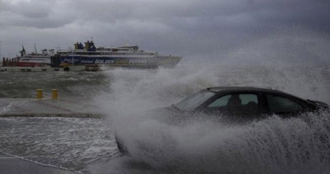 """Meteoroloji'den """"Tropik fırtına"""" açıklaması: Yön değiştirdi!"""