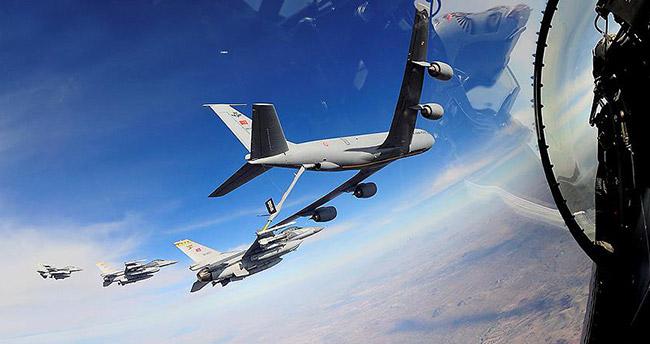 F16'lara havada yakıt ikmali yapıldı