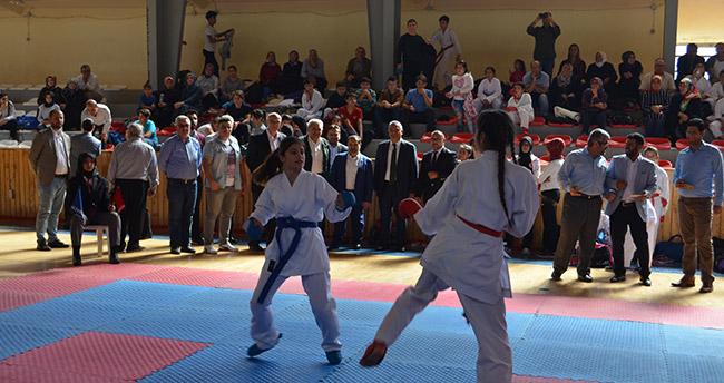 Şehitler ve Gaziler Karate Şampiyonası yapıldı