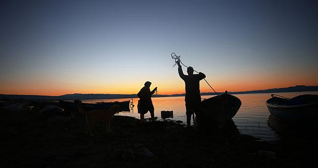 """Balıkçı çift 15 yıldır beraber """"vira bismillah"""" diyor"""