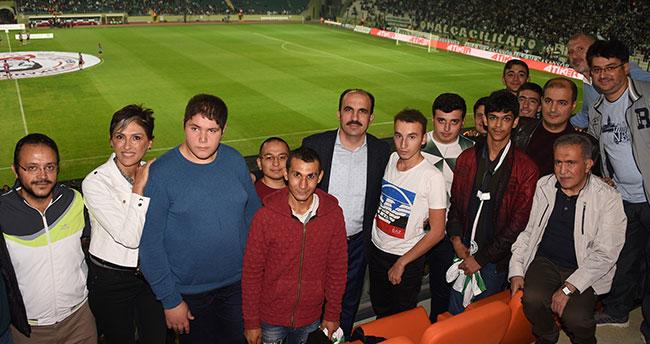 Başkan Altay, Özel Eğitim Öğrencileriyle maç izledi