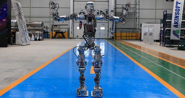 """Adım atan robot """"Akıncı-4"""" görücüye çıktı"""