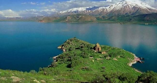 Mehmetçik'in eğitimi sırasında Van Gölü'nde yaşayan yeni balık türü bulundu