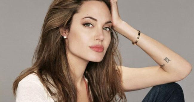 """Angelina Jolie için Şok İddia! """"O Bir CIA Ajanı"""""""