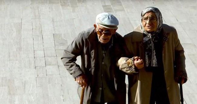 Anıtkabir'de Atatürk'e sevgi seli