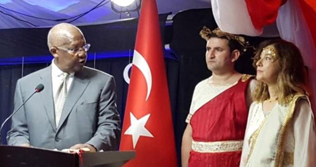 Yunan kıyafeti giyen Türk Büyükelçi için Bakanlık harekete geçti
