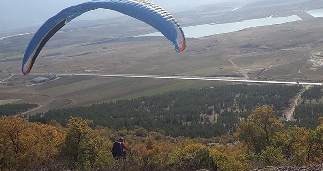 Çal Tepesinde ilk kez yamaç paraşütü atlayışı gerçekleştirildi